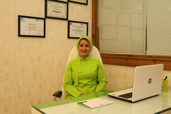 دکتر زهرا ظهری متخصص جراحی لثه و کاشت دندان (ایمپلنت) و لیزر در دندانپزشکی
